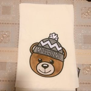 NWT moschino bear patch white long knit scarf